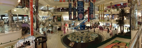Center fountain in Al-Rashid Mall