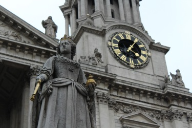 Statue in front of St. Paul's Cathedral